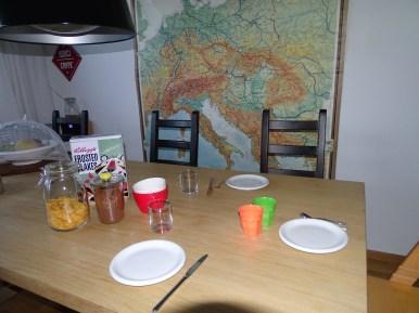 Normalerweise decke ich den Tisch am Abend vorher. Ich war gestern aber Platt von zwei ultra heissen Markttagen...