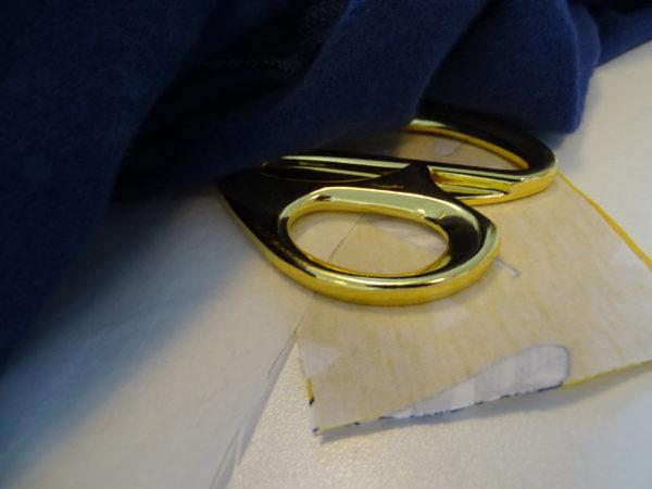 blingbling. goldene scheren werden keine verteilt. es wird ganz entspannt genäht, gefädelt, geschnitten und auch mal geschimpft...