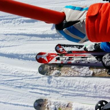 Bügellift fahren. Juppi. Wir fahren mit unserem 4jährigen im ganzen Skigebiet. Ich bin so glücklich und super stolz, dass wir immer mehr gemeinsam von unserer Passion teilen können.