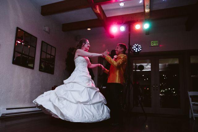 Washington Bride and groom dancing in reception