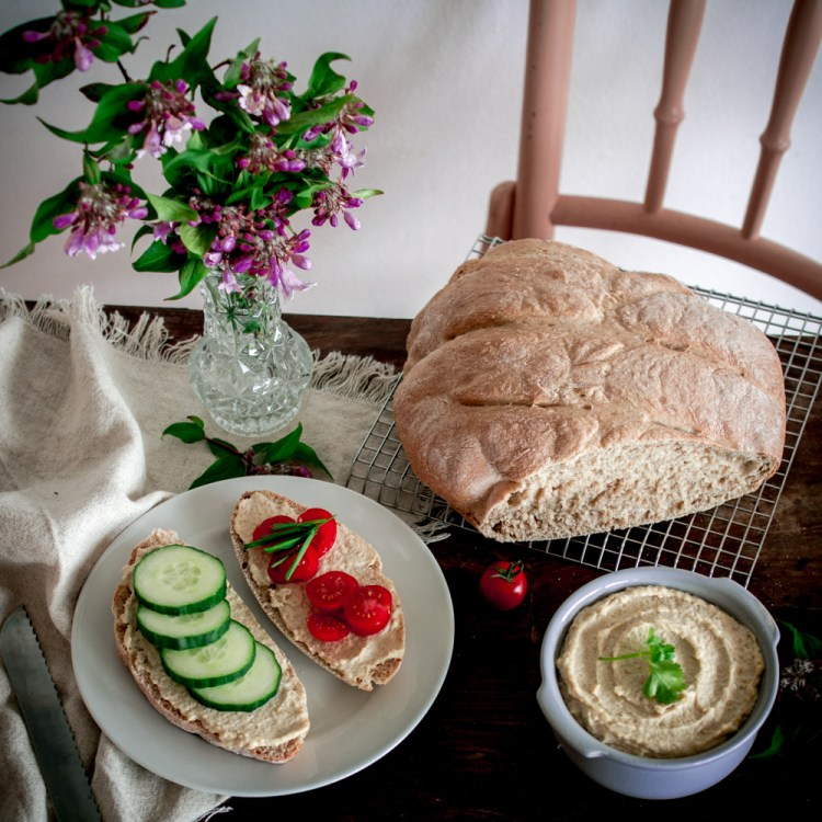Dinkelbrot mit Hummus-11