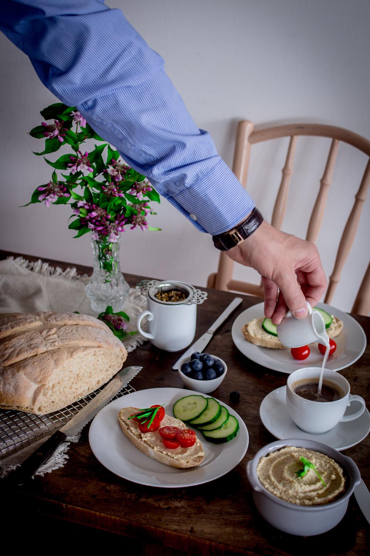 Dinkelbrot mit Hummus / Rezepte
