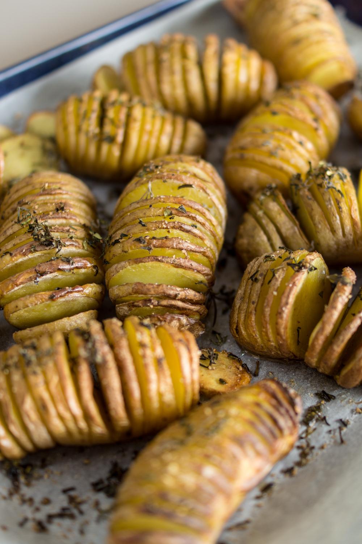 Einfache Grillbeilage: Ofenkartoffeln Hassleback Style