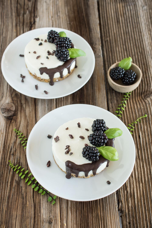Mini-Törtchen | no-bake Cheesecake mit Brombeeren und Schokolade