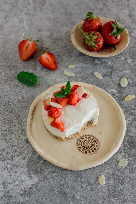 Erdbeer Törtchen | Sommerliche Mini-Törtchen mit Keksboden