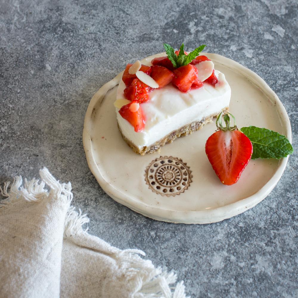 Sommerliches Mini-Dessert | Kleine no-bake Beeren-Törtchen