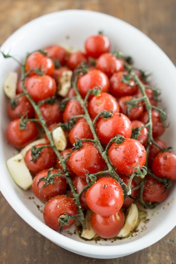 Ofengeröstete Tomaten - ein einfaches mediterranes Rezept