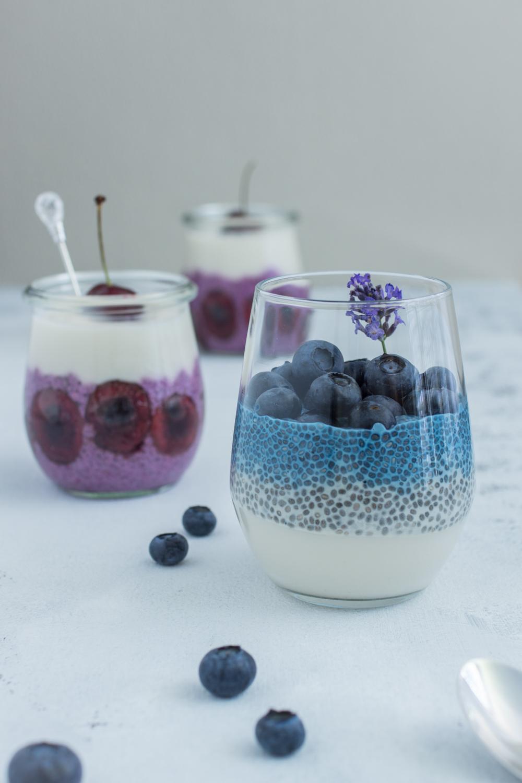 Natürlich gefärbt: Bunte Chia-Desserts im Glas mit Früchten #vegan