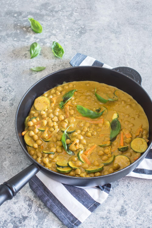 20-Minuten-Rezept: Kichererbsen-Curry mit Erdnusssauce