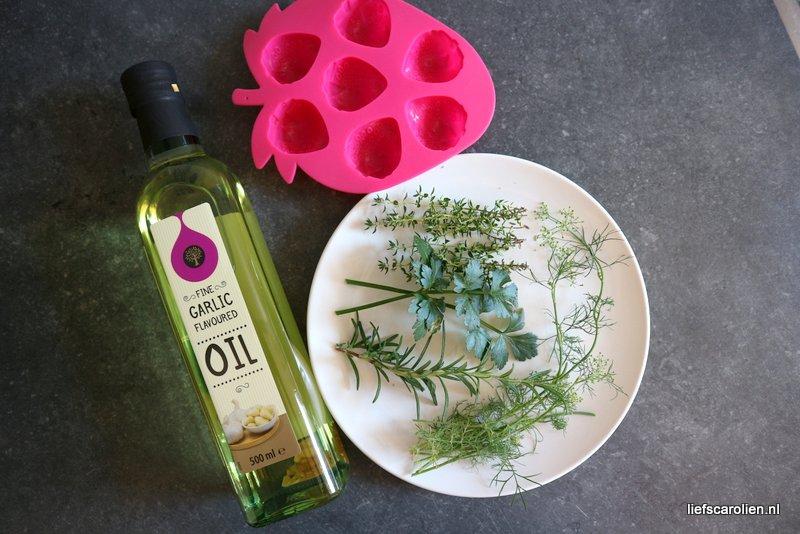 kruiden olie zelf maken, verse kruiden, knoflook olie, action olie, olie met kruiden