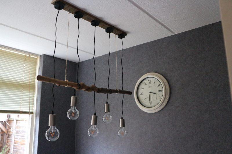 plafondlamp van een tak