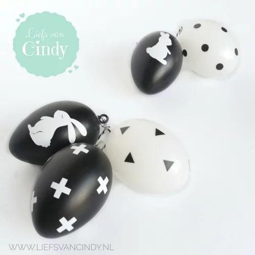 zwart witte paaseieren
