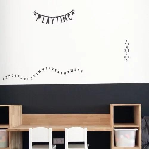 Speelhoek met muurstickers letters