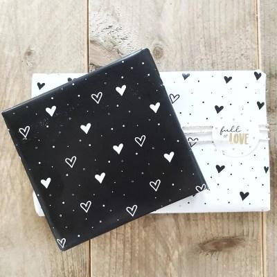 Cadeaupapier hartjes zwart wit