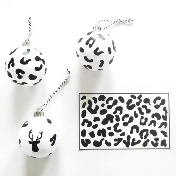 Dierenprint kerstballen pimpen stickers