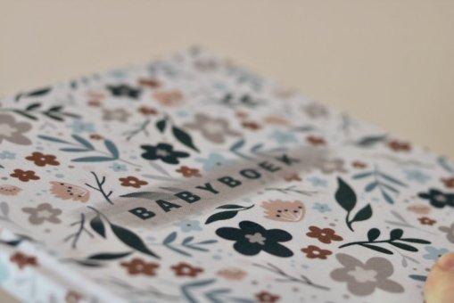 Babyboek bloemen linnen, babyboek, eerste jaar boek, limited edition, huisje no56, liefsvanlauren.nl