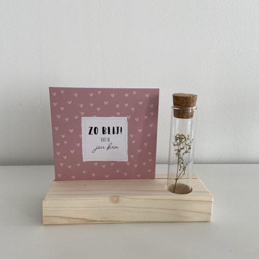 Kaartenhouder met bloem, liefsvanlauren, handgemaakt, grenen, kaart, liefsvanlauren.nl