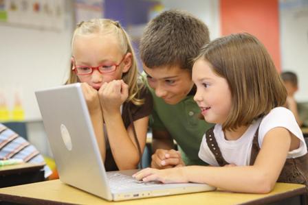 students_w_laptop