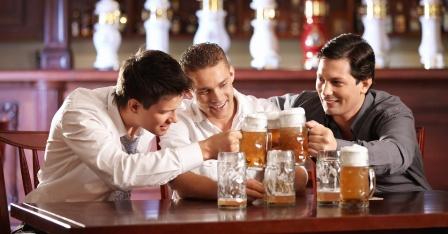 homens-bebem-cerveja-1369790222239_956x500