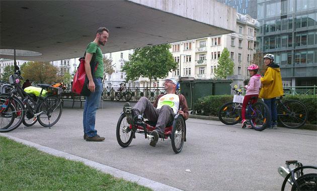 Alec an Dreirad