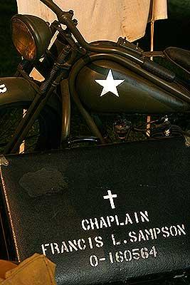 De koffer van Aalmoezenier Sampson in oorlogsmuseum Bevrijdende Vleugels Best.