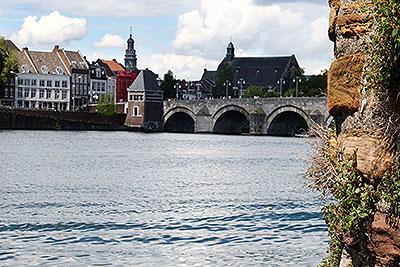 Skyline en Sint-Servaasbrug te Maastricht