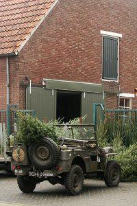Kerstboom met Willys de jeep