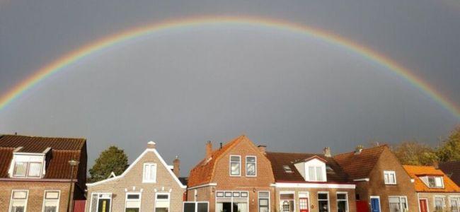 Regenboog boven de vaart