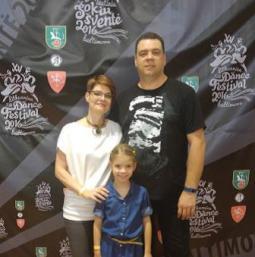 Su žmona Šarūne ir dukra Ugne šiais metais Šokių šventėje Baltimorėje.