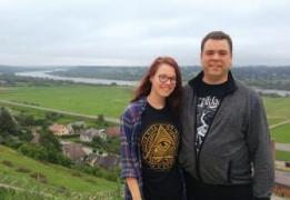 Su dukra Gabija šią vasarą Seredžiuje ant piliakalnio (Palemono kalno).
