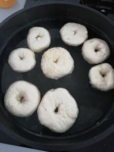 kook het bagel deeg