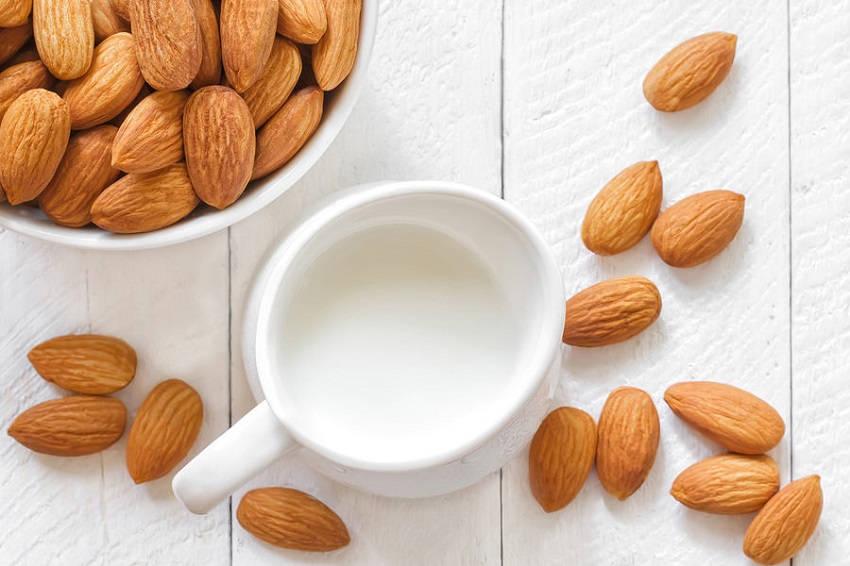 Benefits of Drinking Almond Milk