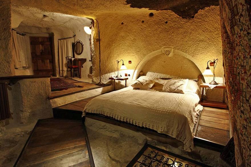 Video Strange Hotel Rooms Around World