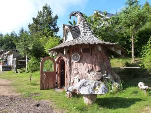 Hobbit House Tree-Stump-3