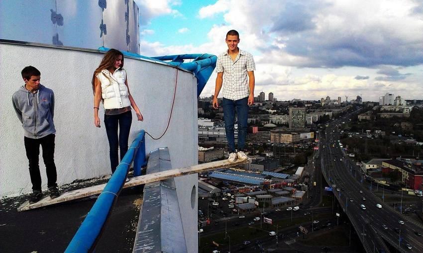 13-Teen Russian Skywalkers Climbing the World's Highest Buildings