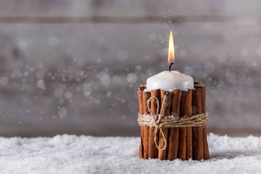 6. Cinnamon sticks candle