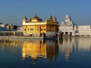 Cities in India: Golden temple Photo by cascayoyo