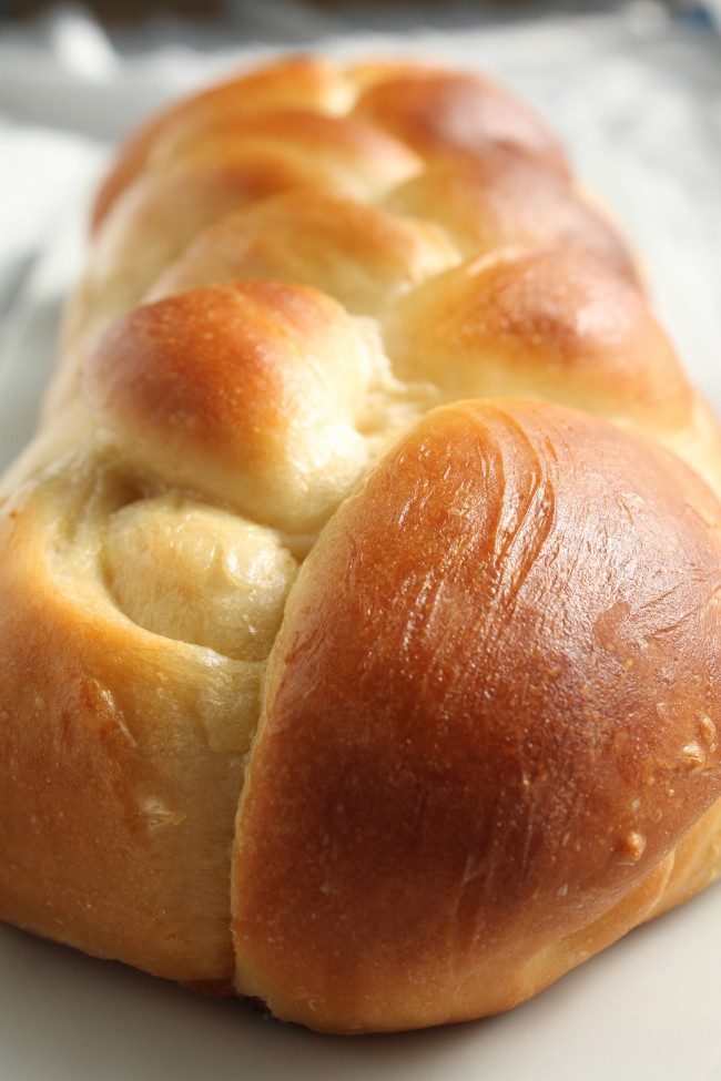Simple Challah Bread | This eggy, hearty challah bread is easy to make and sure to be a hit! Tastes amazing straight out of the oven or as french toast the next day!