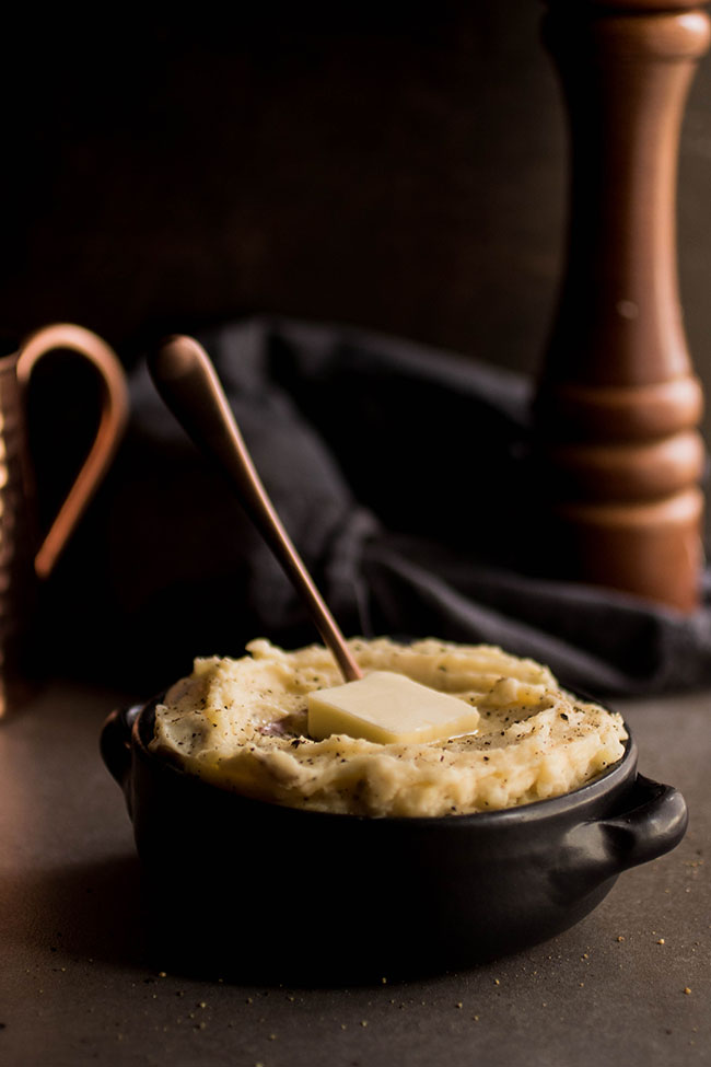Smoked Gouda Mashed Potatoes - Take your mashed potato game to a whole new level with this easy smoked gouda mashed potato recipe! The perfect side dish for a casual dinner or a holiday feast. Vegetarian.
