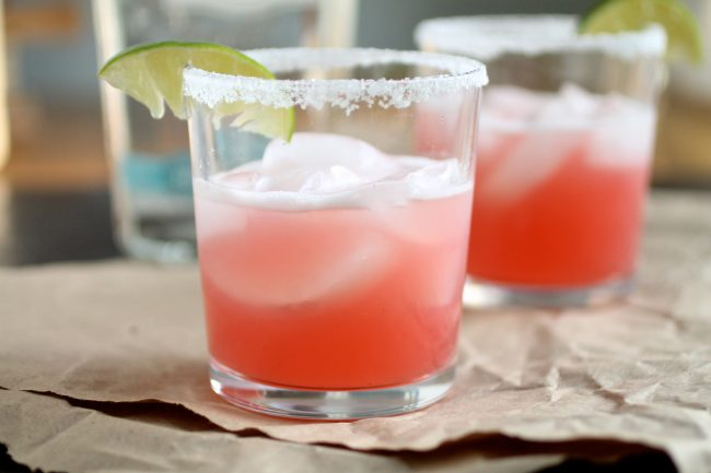 Raspberry Margaritas | Give your favorite margarita recipe a twist with these easy homemade raspberry margaritas!