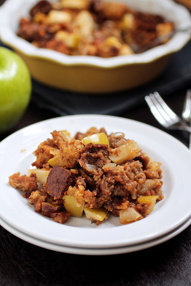 Green Apple and Sausage Stuffing with Pumpkin Bread and Pumpernickel   This Thanksgiving Stuffing Recipe is sure to be a hit with delicious Italian Sausage, pumpkin bread and fresh green apples! The perfect side dish for your Thanksgiving Menu.