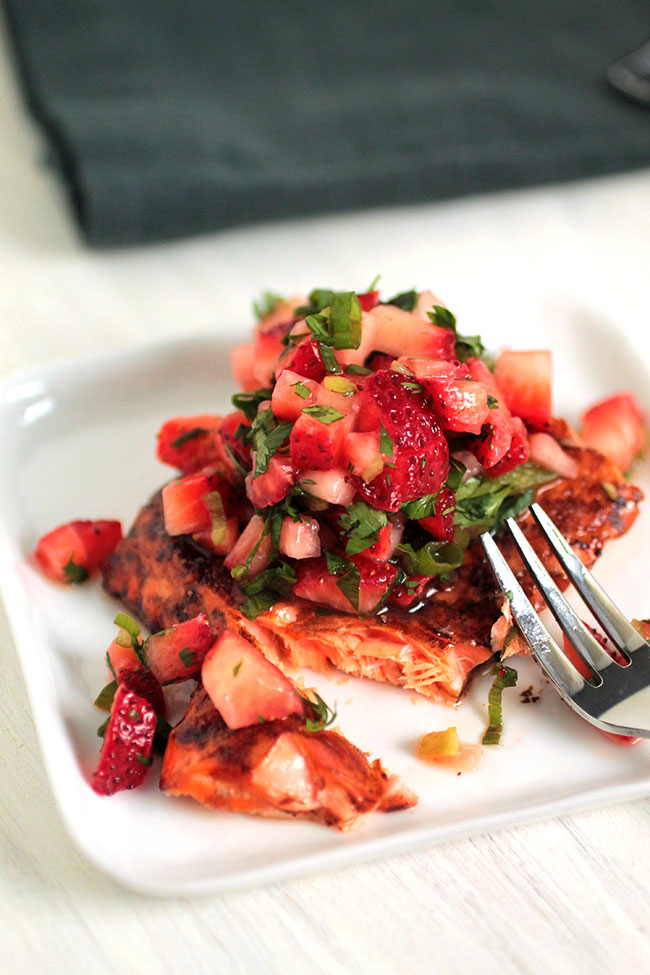 Balsamic Glazed Salmon with Strawberry Salsa | This easy, healthy weeknight baked salmon recipe comes together in less than 30 minutes!