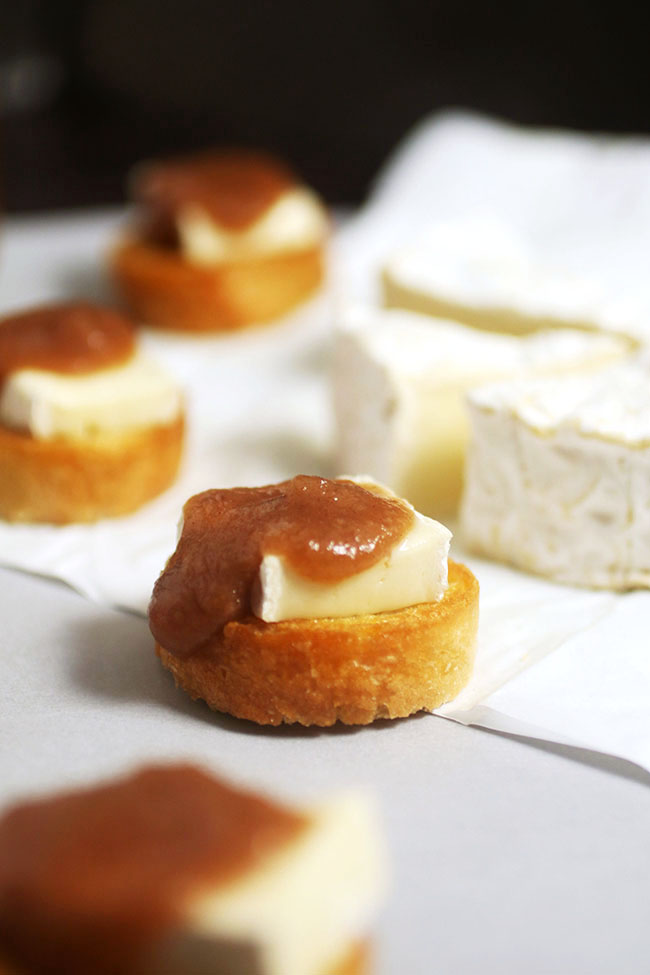 This tasty brie crostini recipe is the perfect way to use up extra apple butter.