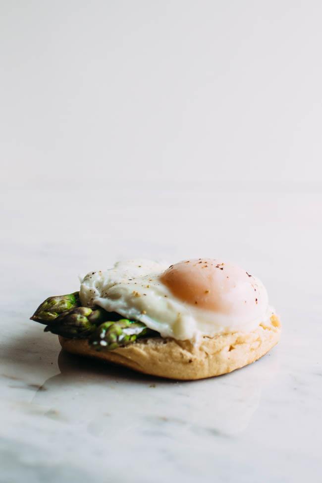 Easy vegetarian eggs Benedict recipe