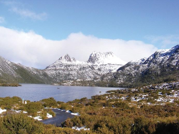 01-cradle-mountain-lake-and-dove-tasmania