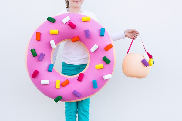 diy-donut-costume-and-donut-hole-treat-bucket-600x399