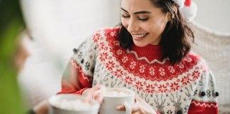 Swetry świąteczne w stylizacjach nie tylko na święta