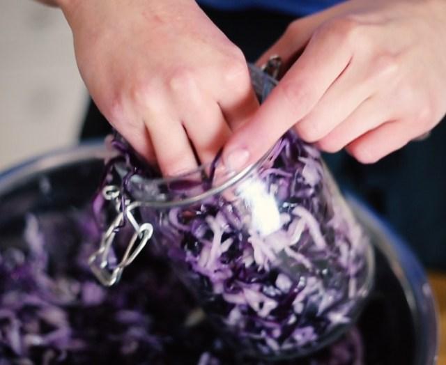 Fermenting sauerkraut for vegan snacks