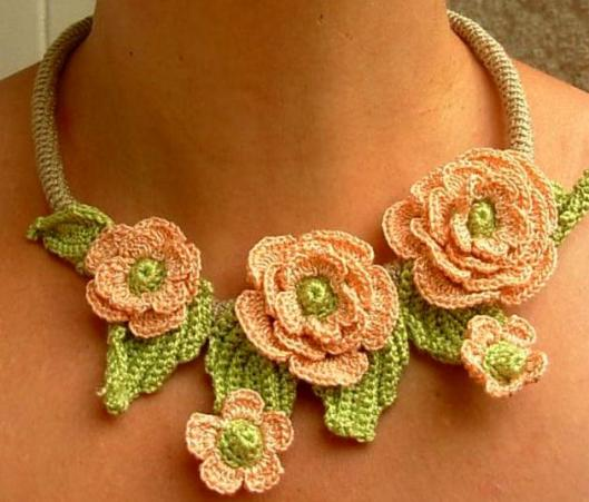 crcohet-rose-necklace