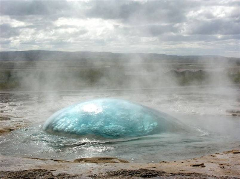 8. A-geyser-just-before-erruption